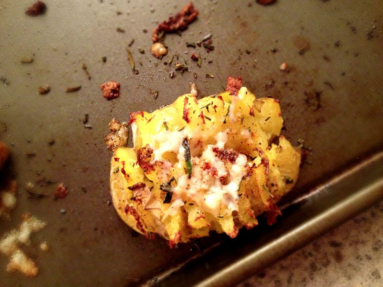 Smashed roasted potatoes with Manchego