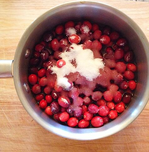 Homemade_cranberry_sauce